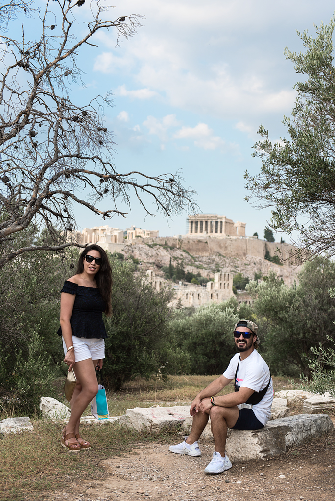 Photoshooting family with Acropolis background