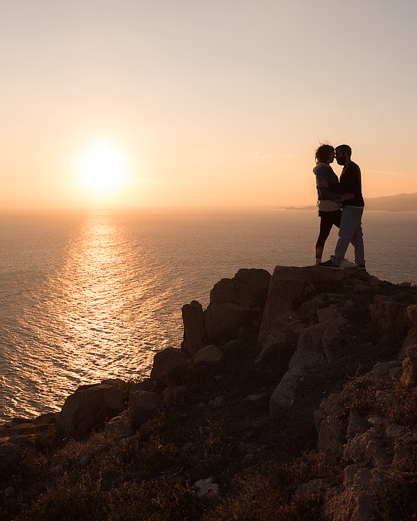 Catching the sunset in Mykonos - couples shooting