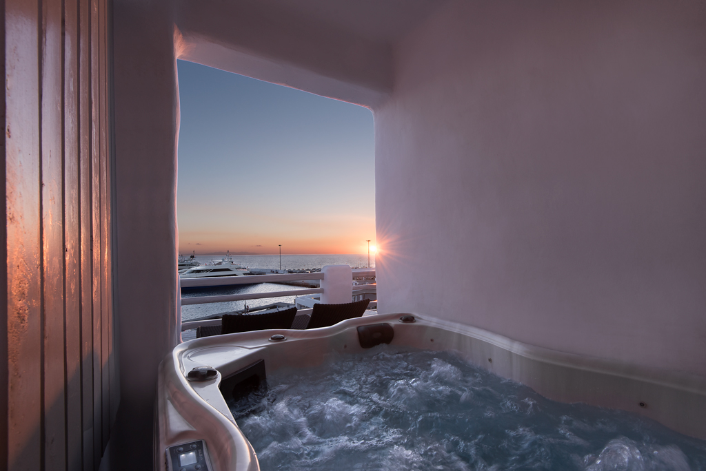 Photoshooting Cave Jacuzzi Riva Suites in Mykonos